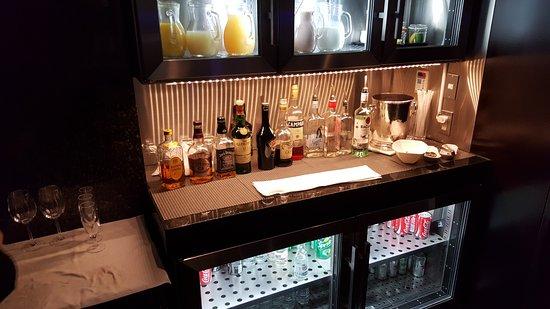Self Service Bar In The Executive Lounge Bild Von Hilton Tokyo