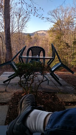 Laurel Mountain Inn: Sitting outside the room watching sun go down over mountains