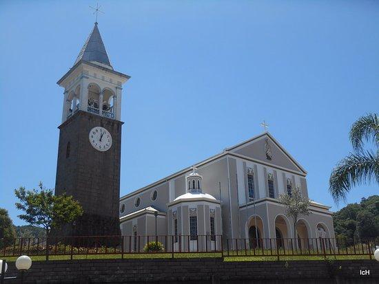 Nova Padua, RS: Igreja Matriz de Nova Pádua: campanário com relógio