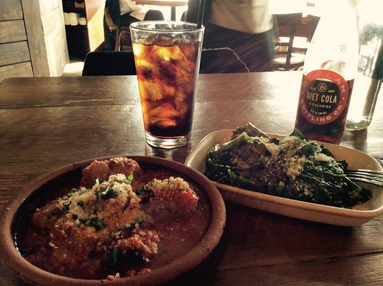 Maplewood, Nueva Jersey: Meatballs and sauteed greens