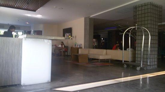 Riande Granada Urban Hotel: recepção