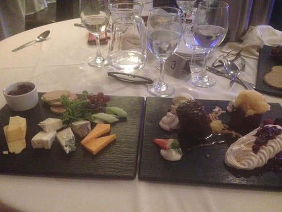 Lockerbie, UK: Dessert for sharing and cheese board 10/10