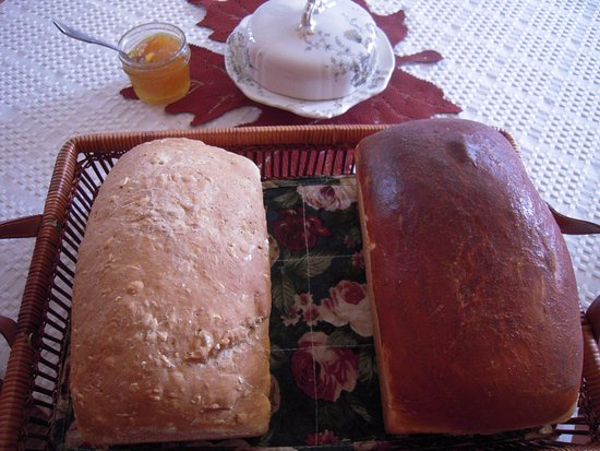 Patchwork Inn: loaves of sewdish and toasted oatmeal bread