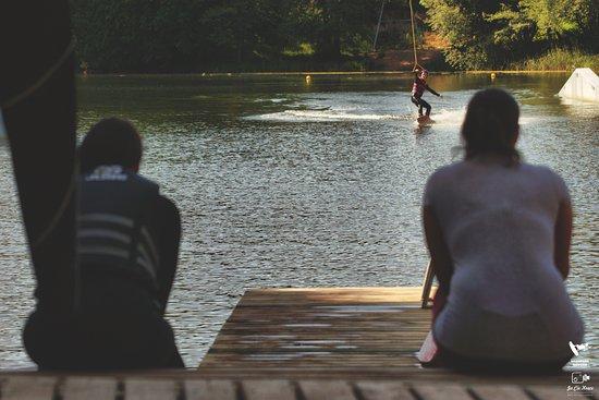Gizycko, Polonia: WakePark Giżycko to dwa wyciągi do wake'a w sercu Mazur. Kameralna plaża gwarantuje super odpocz