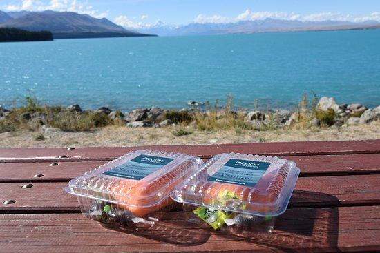 Twizel, نيوزيلندا: プカキ湖とサーモン
