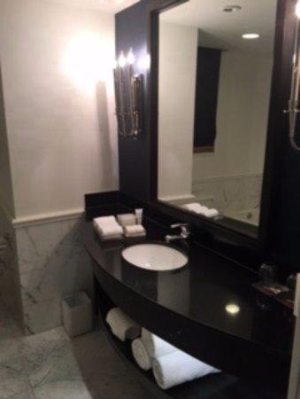 Kimpton George Hotel: Bathroom sink, nice