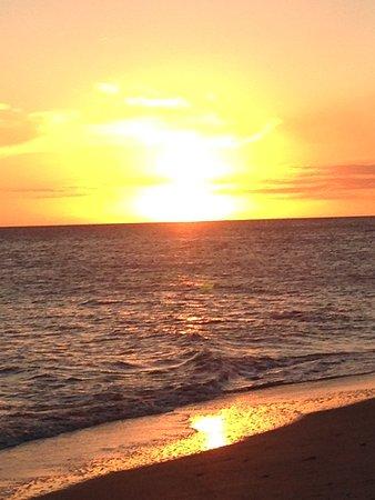 Island Inn: Sunset from the beach