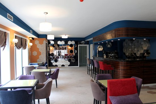Non-Stop Hotel: Well Done Cafe