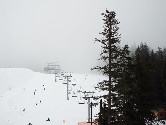 West Vancouver, Canada: Green run and ski lift