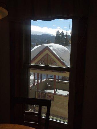 Wedgewood Lodge: 211 overlooks outdoor hot tub