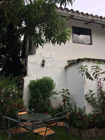 El Albergue Ollantaytambo: Garden outside our room
