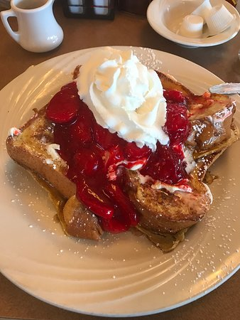 Glen Ellyn, IL: Strawberry short toast