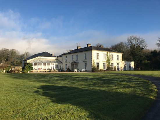 Castle Grove Country House Hotel: Castle Grove Country Hotel is a beautiful secluded grand country house just off the main road, o