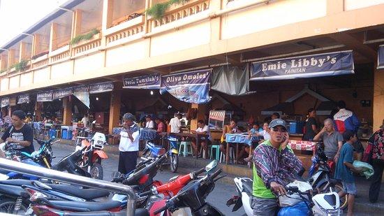Aquino Freedom Park: food stalls behind the wet market