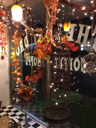 Trenton, Теннесси: Fall decor window