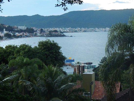 Pousada Aquarela do Mar: Vista da cidade da varanda do quarto