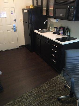 Candlewood Suites Washington, Dulles Herndon: Renovated room - hardwood flooring.