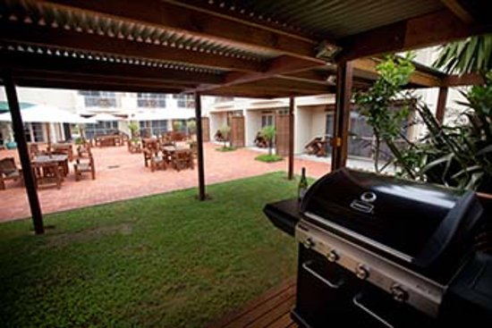 Raglan Sunset Motel: BBQ area