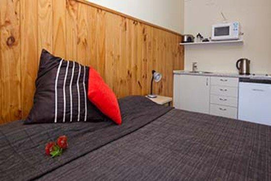 Raglan Sunset Motel : Studio with kitchenette & bath