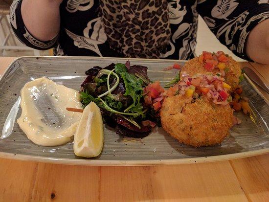 Trearddur Bay, UK: Homemade Fish Cakes, with salad and lemon alvioli
