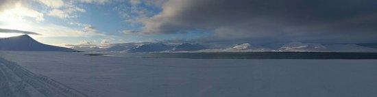 Longyearbyen, Νορβηγία: 2-day snowmobile trip to Barentsburg