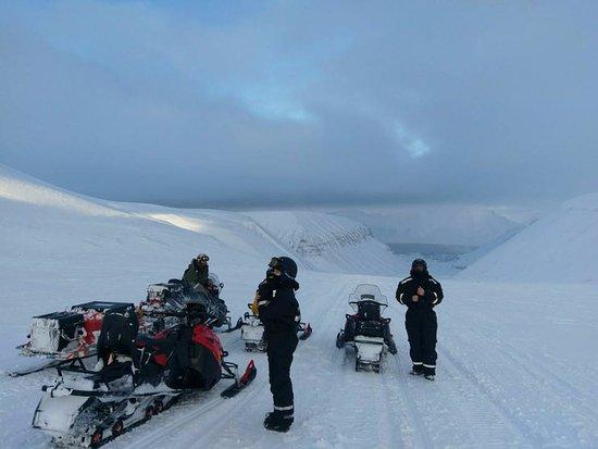 Longyearbyen, Norvège : 2-day snowmobile trip to Barentsburg