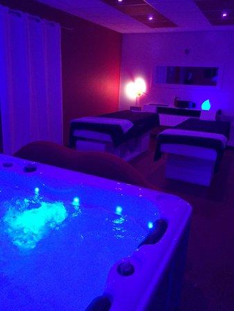 Profitez D Un Instant En Duo Jacuzzi Et Massage Picture Of