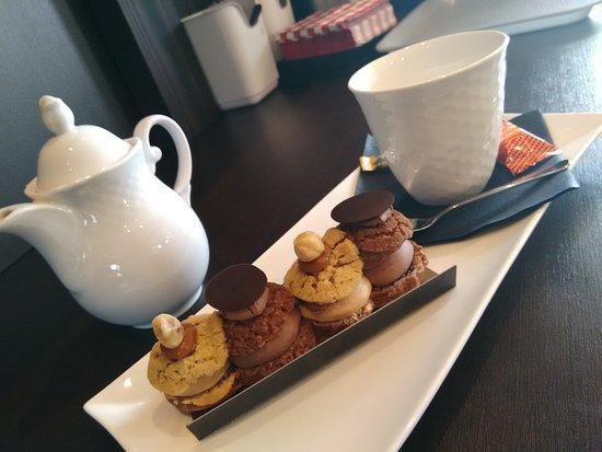St-Martin-des-Champs, France : Tartine et Chocolatine