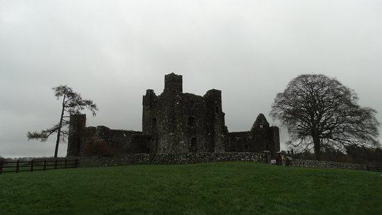 Navan, Irlanda: Bective Abbey an a rainy day