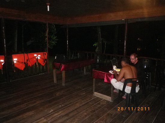 Kinabatangan Jungle Camp: Nattfika på campen.