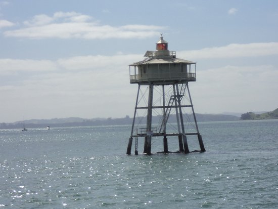 Fullers Auckland Harbour Cruise: lighthouse