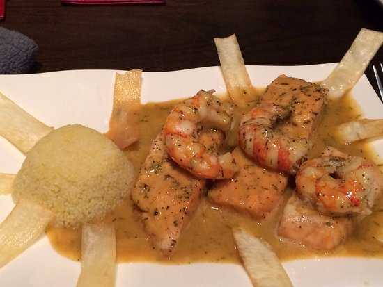 Sabor Espanol: Perfectly cooked salmon and artistic presentation