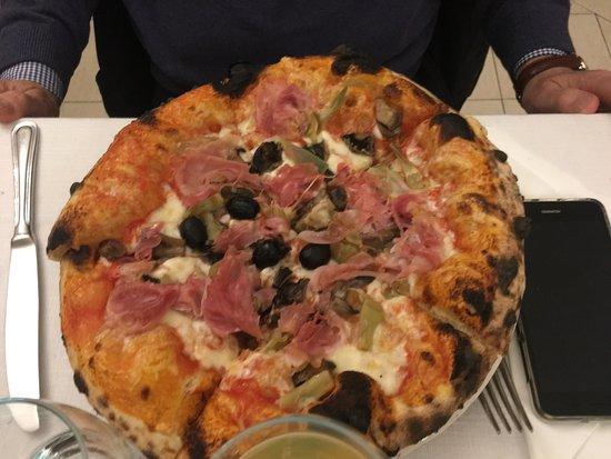 Hotel Pineta: Pizze cotte in forno a legna sofficissime