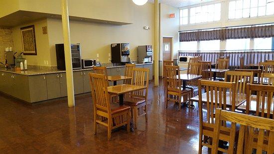 BEST WESTERN PLUS Sunset Suites-Riverwalk: Kitchen space