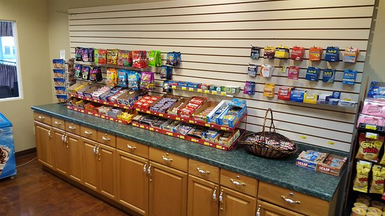 BEST WESTERN PLUS Sunset Suites-Riverwalk: Small shop for incidentals