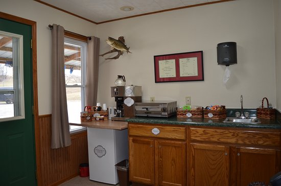 Leon, IA: Lobby - Hot drink station, breakfast goodies