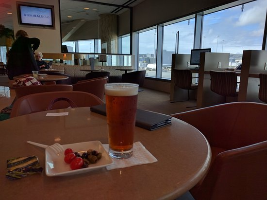 ‪American Airlines Admirals Club‬