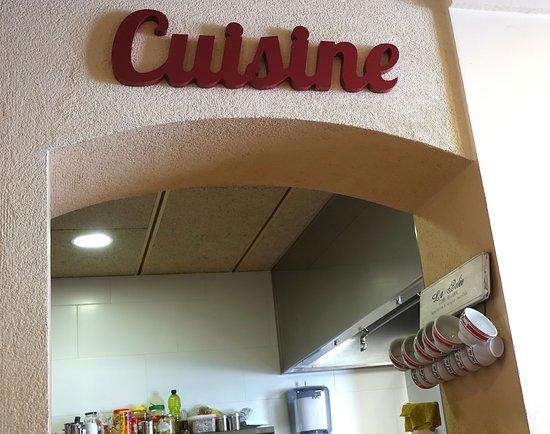 Palleja, Spanien: Cocina a la vista.