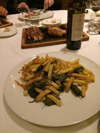 Restaurante Salterius: Cocochas al pil pil, croquetas, chuletón de vaca vieja, y patatas con pimientos de guarnición