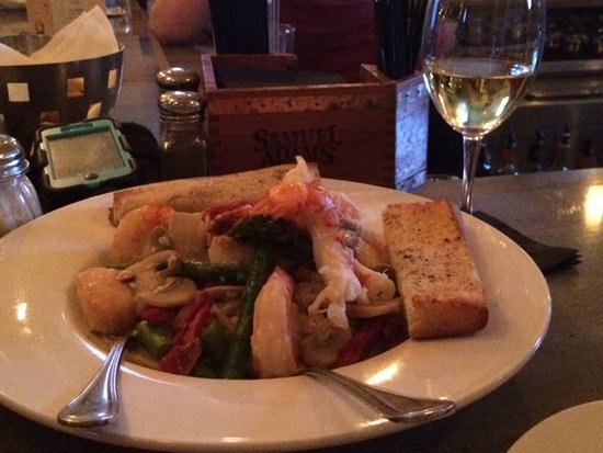 Beverly, MA: Seafood Verde Rosso Special