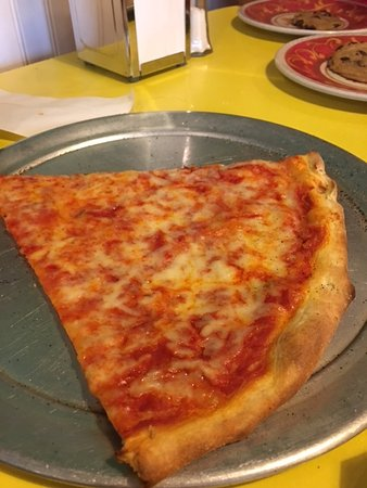 Forest City, Carolina del Norte: Slice of cheese pizza.