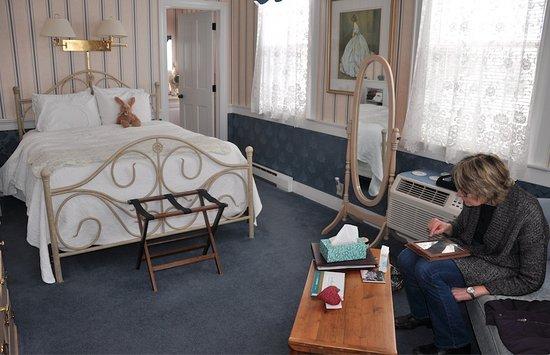 Saint Johnsbury, VT: Our room: Caroline.