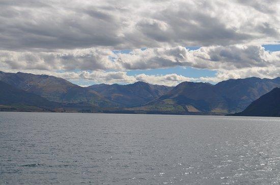 Queenstown, New Zealand: Clouds rolling in