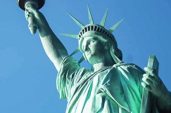 自由の女神像とエリス島のプライベート・ツアー、台座博物館へのアクセスを含む