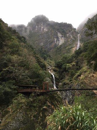 Хуалянь, Тайвань: hike ending with a bridge/waterfall
