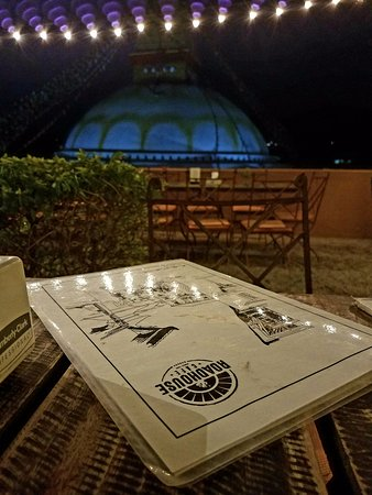 Roadhouse Cafe: Great view of the Boudhanath Stupa...
