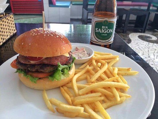 Phat Hamburgers: The Phat Hamburger, 160gr beef, bacon, cheese & egg +French fries + coleslaw only 115,000vnd