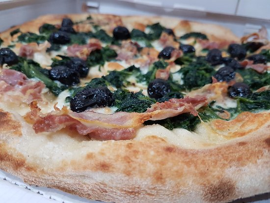 Pizza con pesto alla genovese