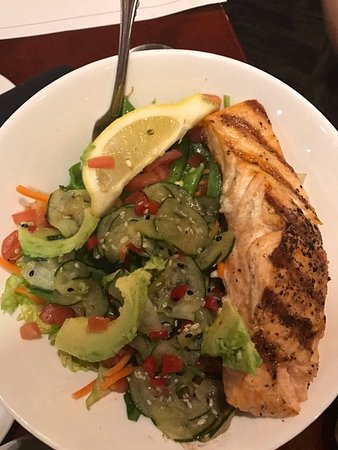 Silverheels Bar and Grill: sesame cucumber salad with salmon