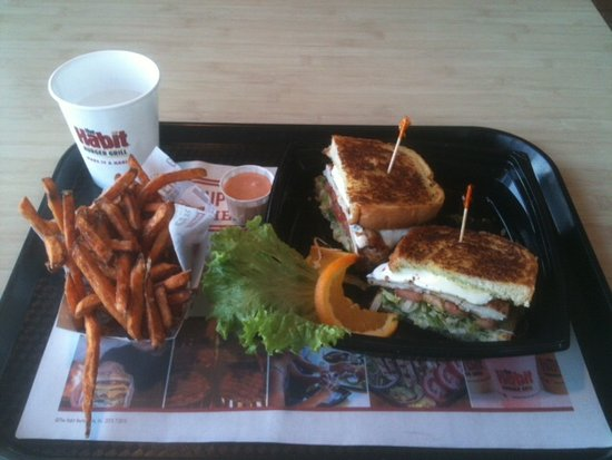 American Fork, ยูทาห์: Capresi Chicken Sandwhich and Sweet Potato Fries